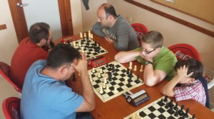 Andrés Durán gana a Manuel Alanís